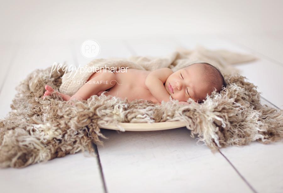 Hannes 10 Tage Babyfotos Bayreuth Peggy Pfotenhauer
