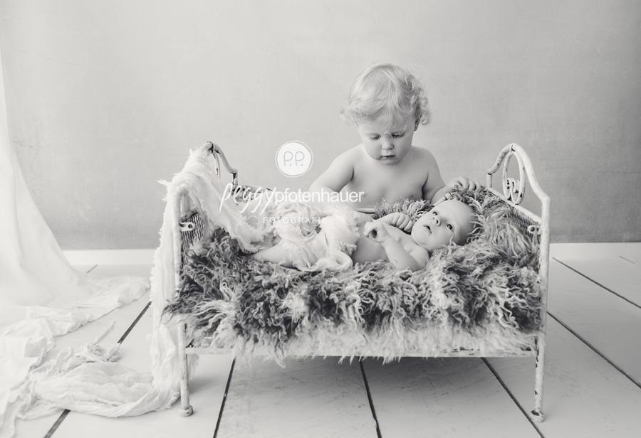 süße Neugeborenenfotos, Geschwisterfotos Bamberg, Geschwisterfotos Erlangen, Babyfotograf Erlangen
