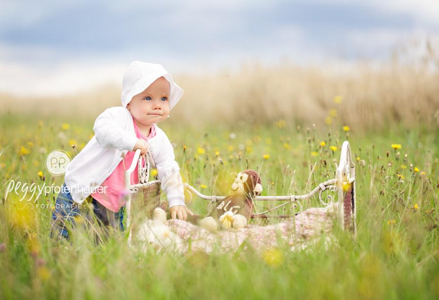 Babybilder in der Natur, natürliche Babyfotos, Babyfotograf Schweinfurt, Babyfotos Würzburg
