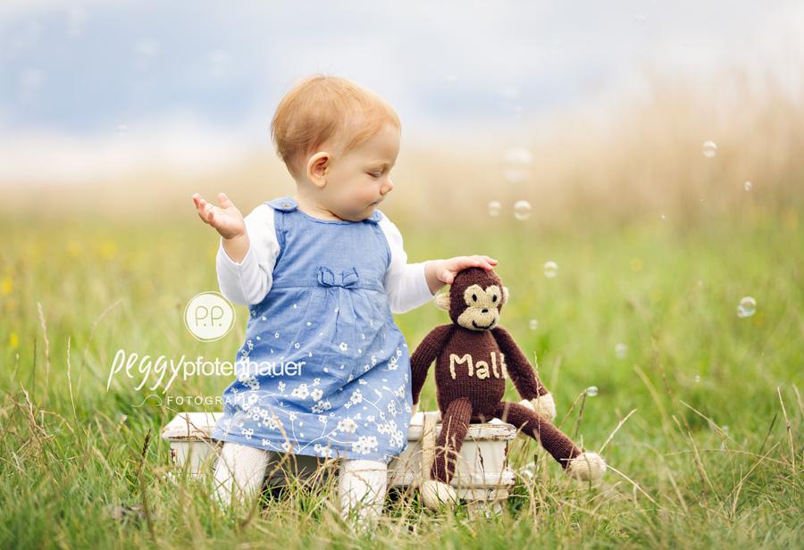 Babyfotos in der Natur, Babyfotos im Freien, natürliche Babyfotos