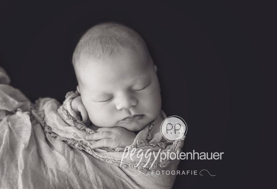 natürliche Neugeborenenfotos Erlangen, Neugeborenenfotografie Bamberg, Babyfotos Bamberg, Babyfotos Erlangen