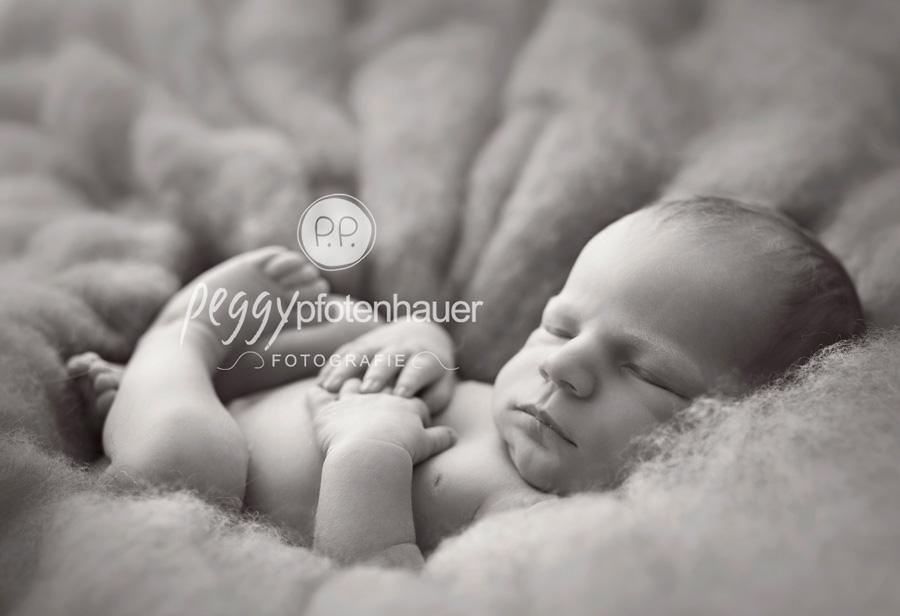 niedliche Babyfotos Bamberg, Neugeborenenfotograf Bamberg, Neugeborenenfotografie Erlangen, Babyfotostudio Franken