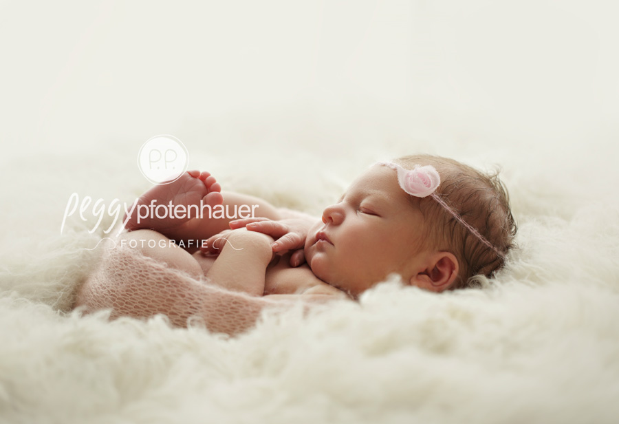 süße Neugeborenenbilder Bamberg, Neugeborenenfotos Erlangen, Babyfotograf Schweinfurt, Babyfotos Würzburg