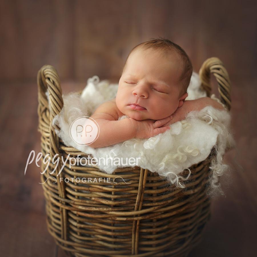 süße Neugeborenenfotografie Bamberg, natürliche Babyfotos, natürliche Babyfotografie Schweinfurt