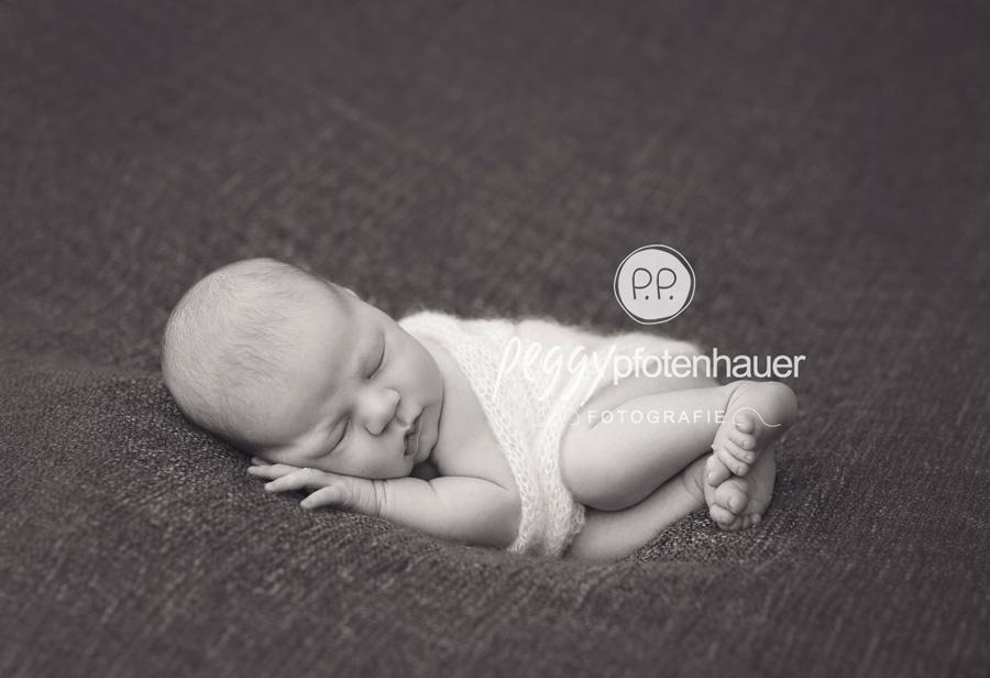 zarte Babyfotos Bamberg, natürliche Neugeborenenfotografie Bamberg, Neugeborenenfotos Erlangen, Fotograf Erlangen, Babyfotograf Bayreuth