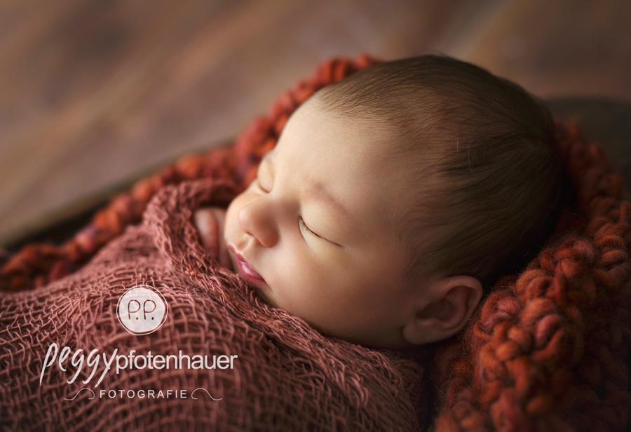 Neugeborenenbilder Bamberg, Babyfotos Forchheim, Babyfotograf Erlangen, neugeboren in Erlangen, süße Neugeborenenfotografie Franken, moderne Babyfotografie Bamberg