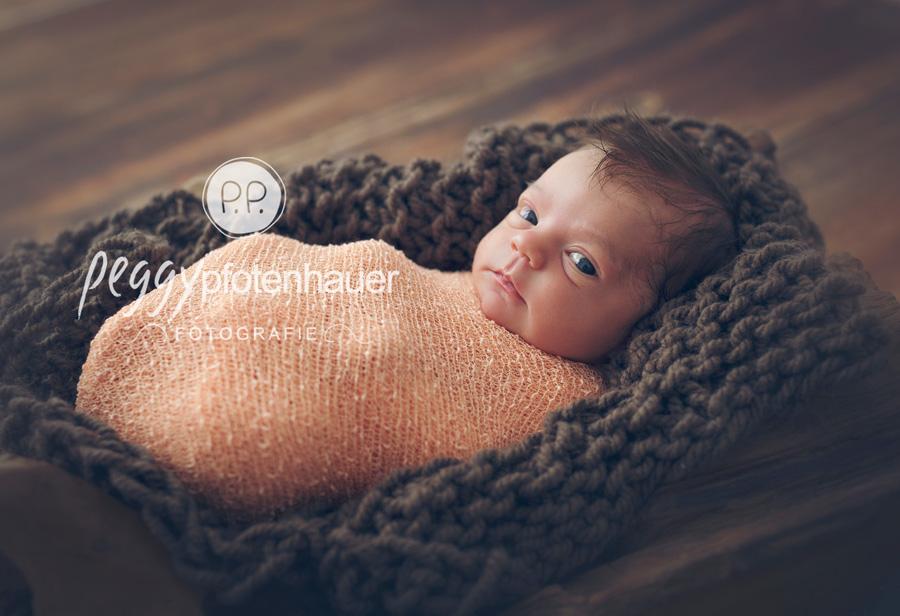 moderne Babyfotografie Bamberg, moderne Babyfotos Erlangen, süße Neugeborenenbilder Bayreuth