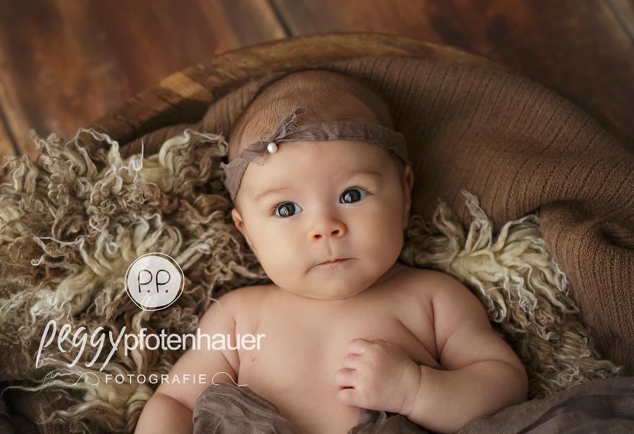 Babyfotos Bamberg, Babyfotograf Würzburg, moderne Babyfotografie Würzburg, Tageslichtstudio Bamberg, Babyfotografie im Fotostudio in Bamberg