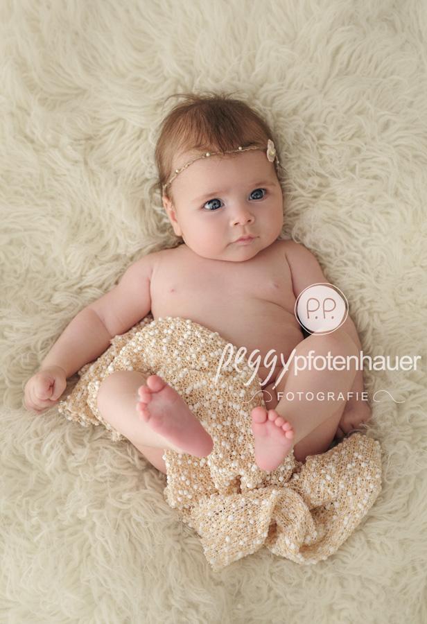 Babyporträts Haßfurt, süße Babybilder Bamberg, Babyfotograf Bayreuth, Babyfotografie Forchheim