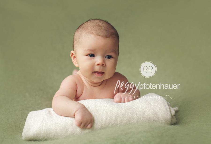 niedliche Babyfotos Coburg, Babyfotos Oberfranken, Babyfotograf Erlangen, Babyfotos Schweinfurt, professionelle Babyfotografie in Franken und Bayern