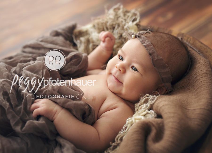 niedliche Babyfotos in Bayern, moderne Babyfotografie Erlangen, moderne Babybilder Oberfranken