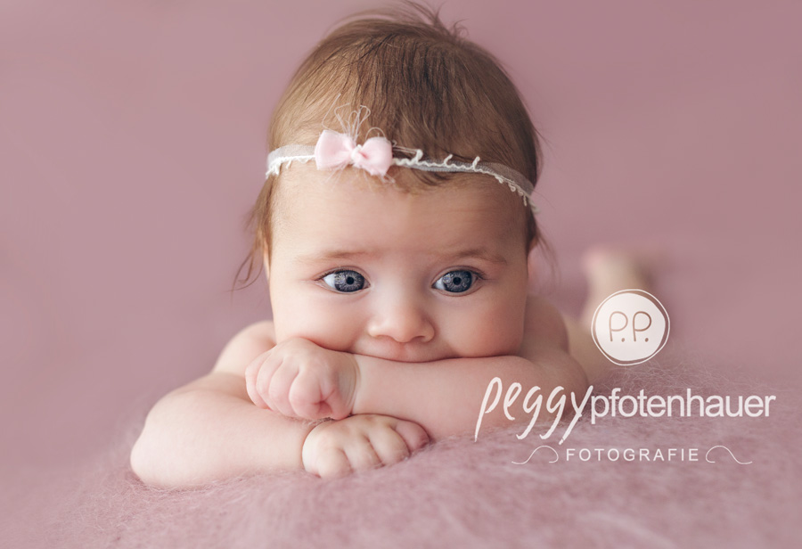 süße Babyportraits Haßfurt, Babyfotografie Bamberg, Babyfotografin Erlangen, niedliche Babyporträts Würzburg, Babyfotograf Bayreuth