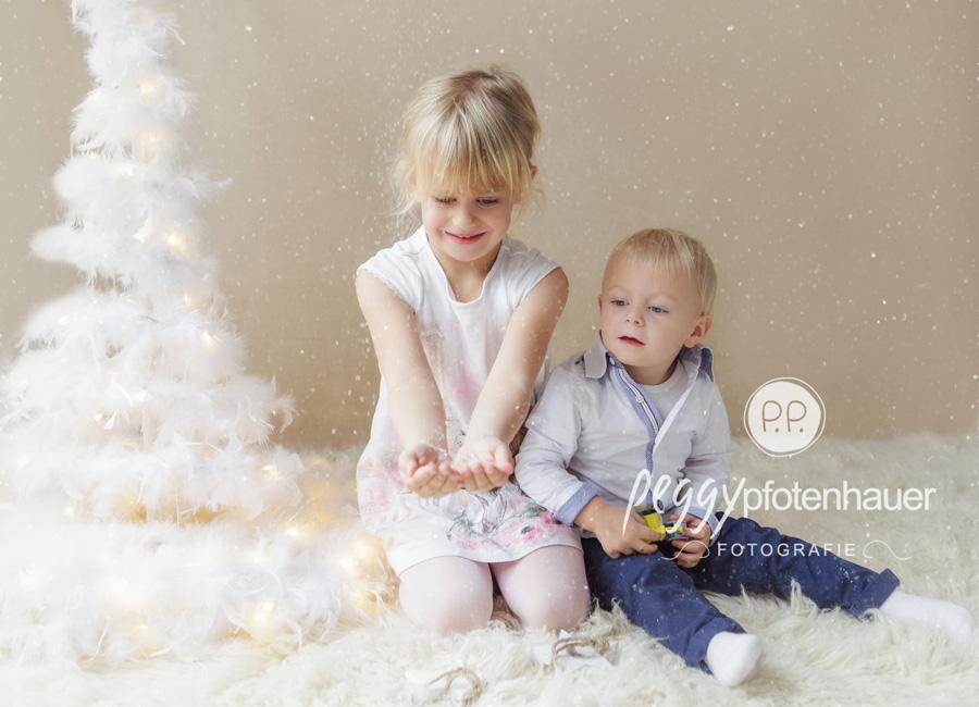 weihnachtliche Geschwisterbilder Bamberg, Weihnachtsbilder Bamberg, Kinderfotos Erlangen, Kinderfotograf Bayreuth