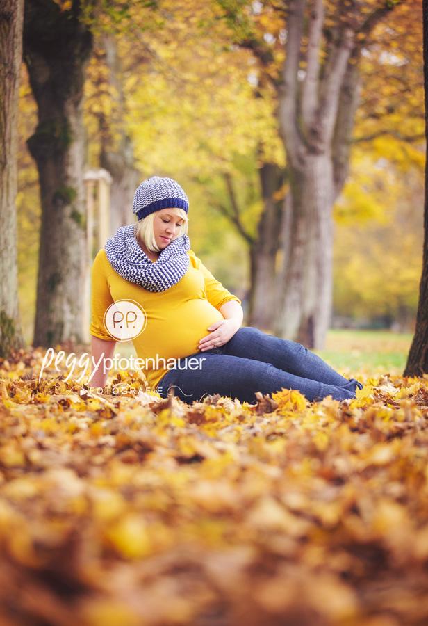 Babybauchfotografie Erlangen, Schwangerschaftsfotos Coburg, Babybauchbilder Schweinfurt, natürliche Babybauchbilder Bayern