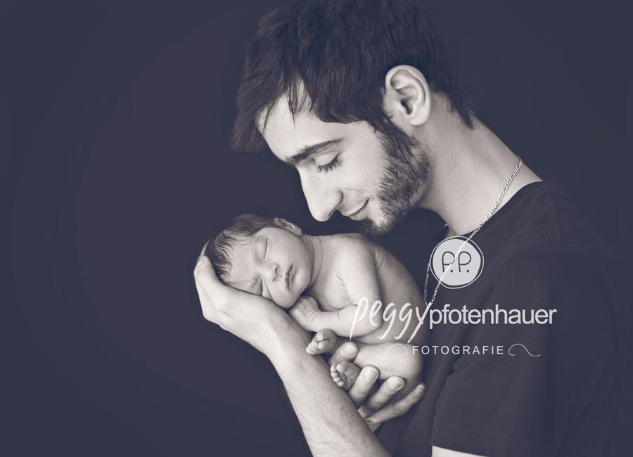 Babybilder Coburg, niedliche Neugeborenenfotos Bamberg, moderne Babyfotografie