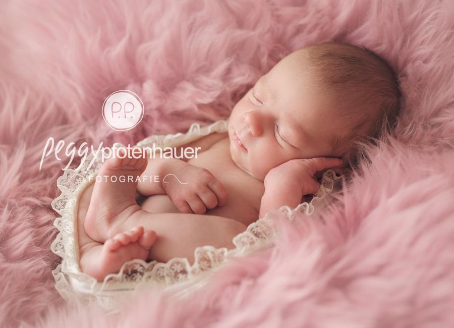 moderne Neugeborenenfotos Bamberg, Neugeborenenfotografie Bayern, Neugeborenenbilder im amerikanischen Stil