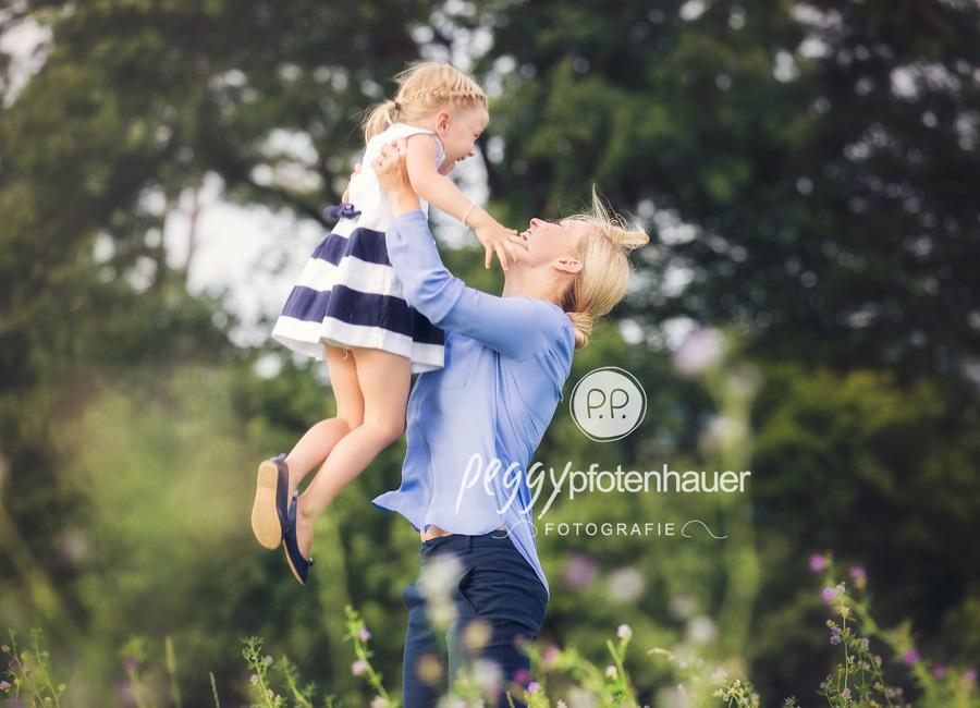 natürliche Familienbilder Bayreuth, Familienfotograf Bamberg, ungezwungene Familienfotos Bayern, Familienfotos Outdoor