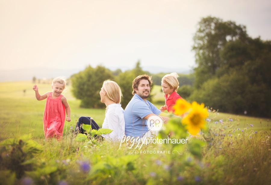 natürliche Familienfotografie Bamberg, ungestellte Familienfotos Bayern, Familienfotoshooting