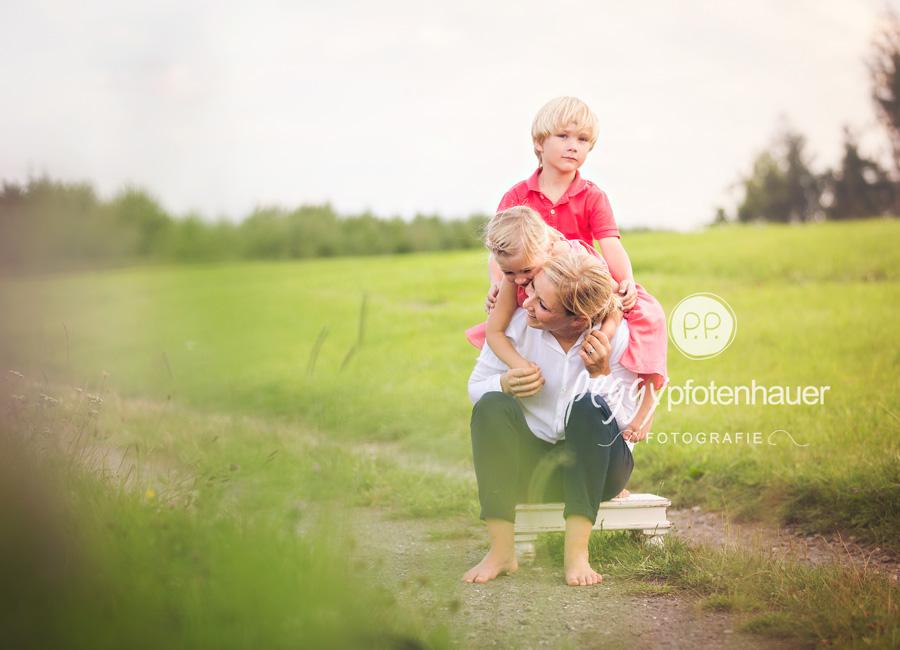 ungestellte Familienfotos Bamberg, Familienfotograf Erlangen, Familienportraits Würzburg, natürliche Familienfotografie Oberfranken