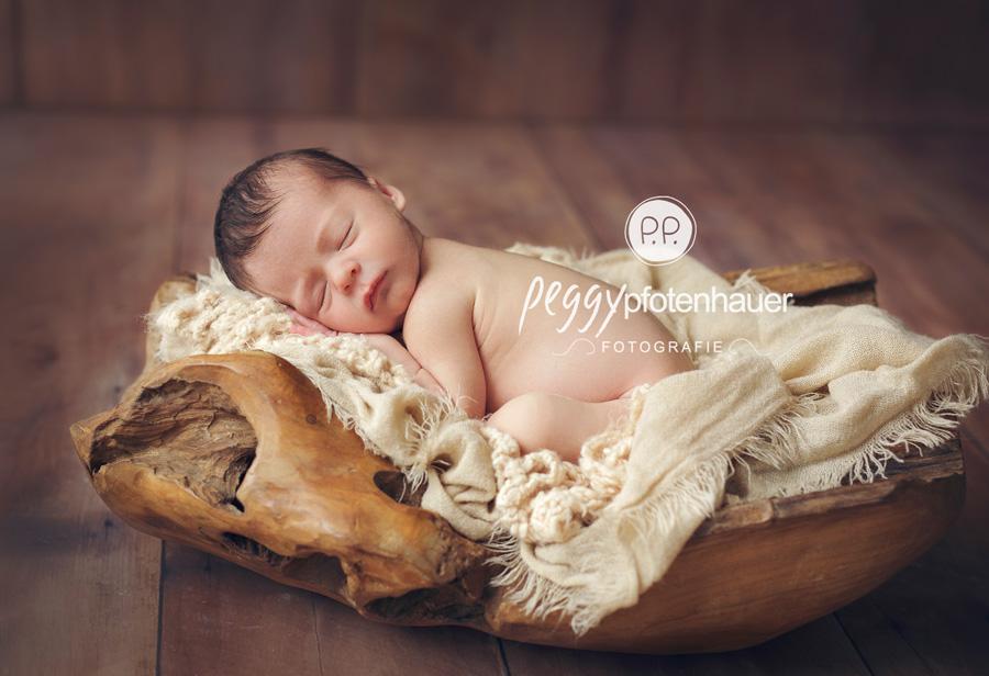 zarte Neugeborenenfotos Bamberg, neugeboren in Coburg, Babyfotografie Bayern, Babyfotos Bamberg, Babyfotograf Erlangen