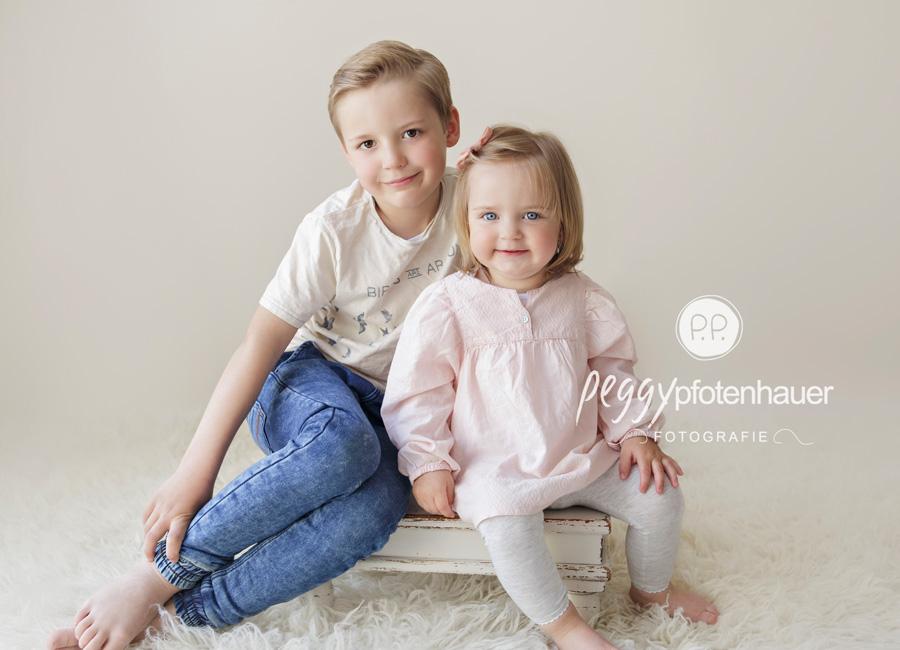 Geschwisterfotos im Studio, Kinderfotograf Bamberg, Fotostudio Bamberg, Fotostudio Erlangen