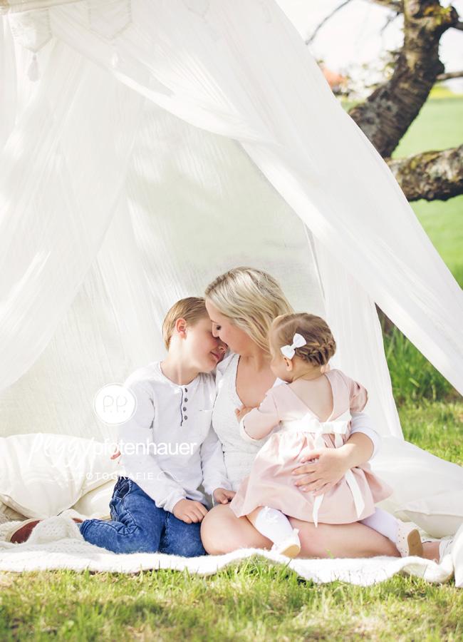 natürliche Familienbilder Bamberg, Familienfotograf Erlangen, ungezwungene Familienbilder in der Natur in Oberfranken, Familienfotograf Bamberg
