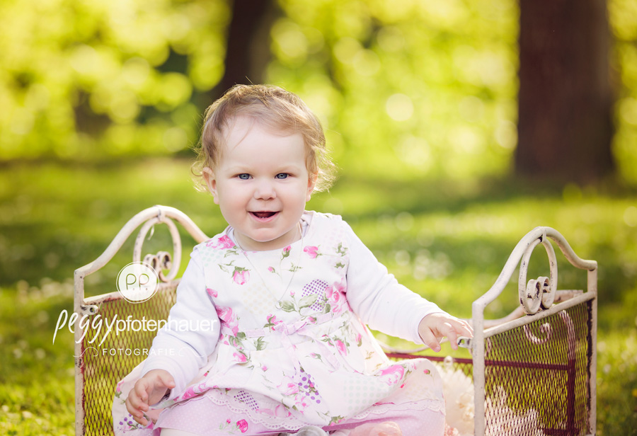 Babyfotografie Bayern, Babyfotos in der Natur bei Bamberg, zauberhafte Babyfotos Oberfranken, besondere Babybilder Haßfurt