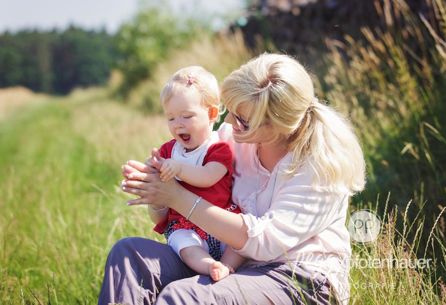 Familienfotos in der Natur, ungezwungene Familienbilder