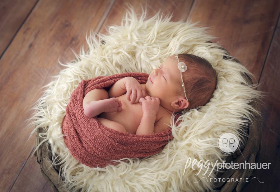 Neugeborenenbilder mit Herz in Bayern