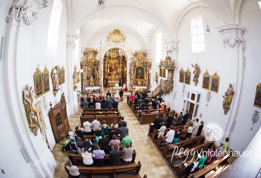 Fotos kirchliche Trauung, stilvolle Hochzeitsportraits