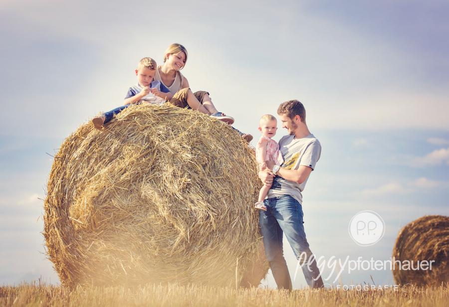 natürliche Familienportraits Bamberg, ungezwungene Familienbilder in der Natur in Bayern