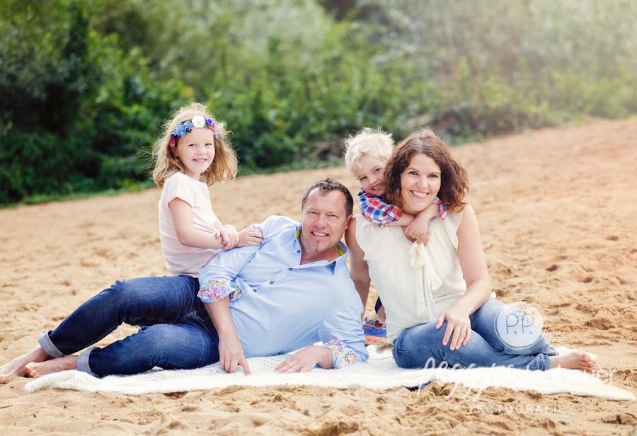 Familienfotografie mit Herz, süße Familienportraits Bamberg