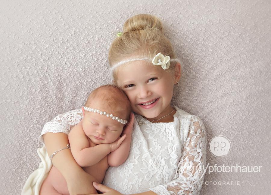 geschwisterfotos-bayreuth-geschwisterbilder-franken-babyfotograf-erlangen