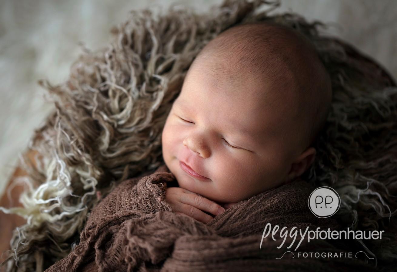 Natürliche Babyfotos - Peggy Pfotenhauer Fotografin Bamberg