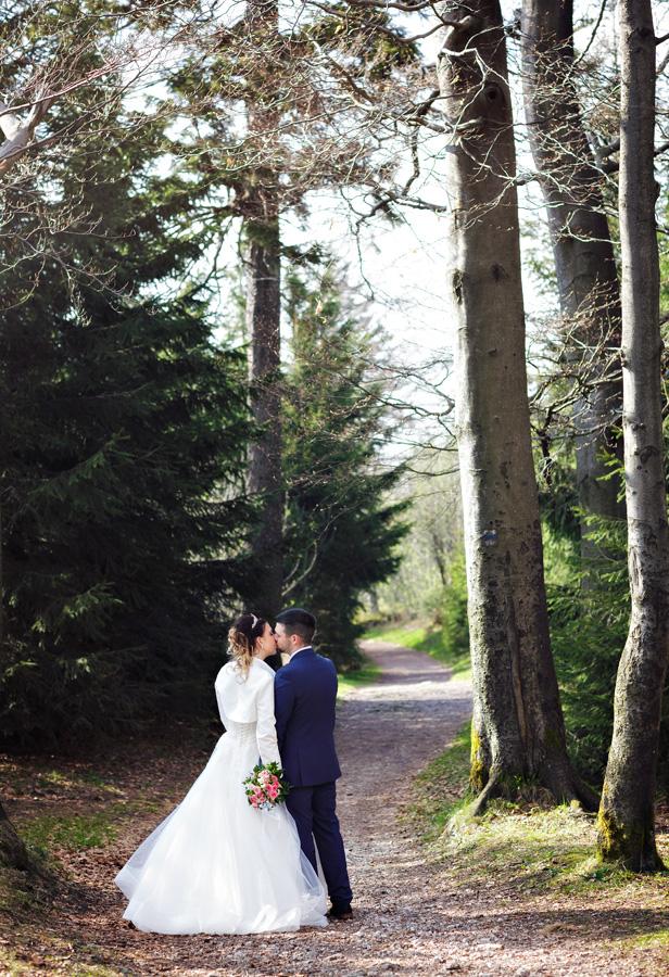 Hochzeitsportraits im Wald