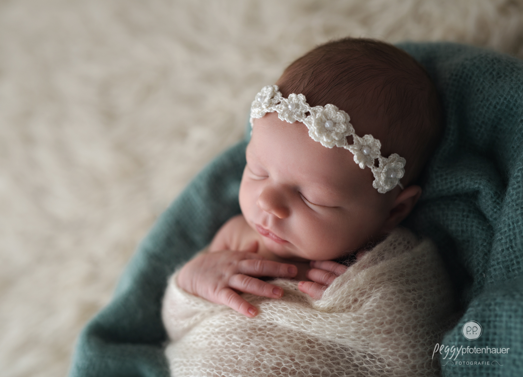 zarte Neugeborenenfotos