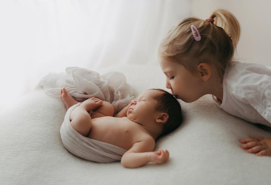 Babyfotos mit Geschwisterkind