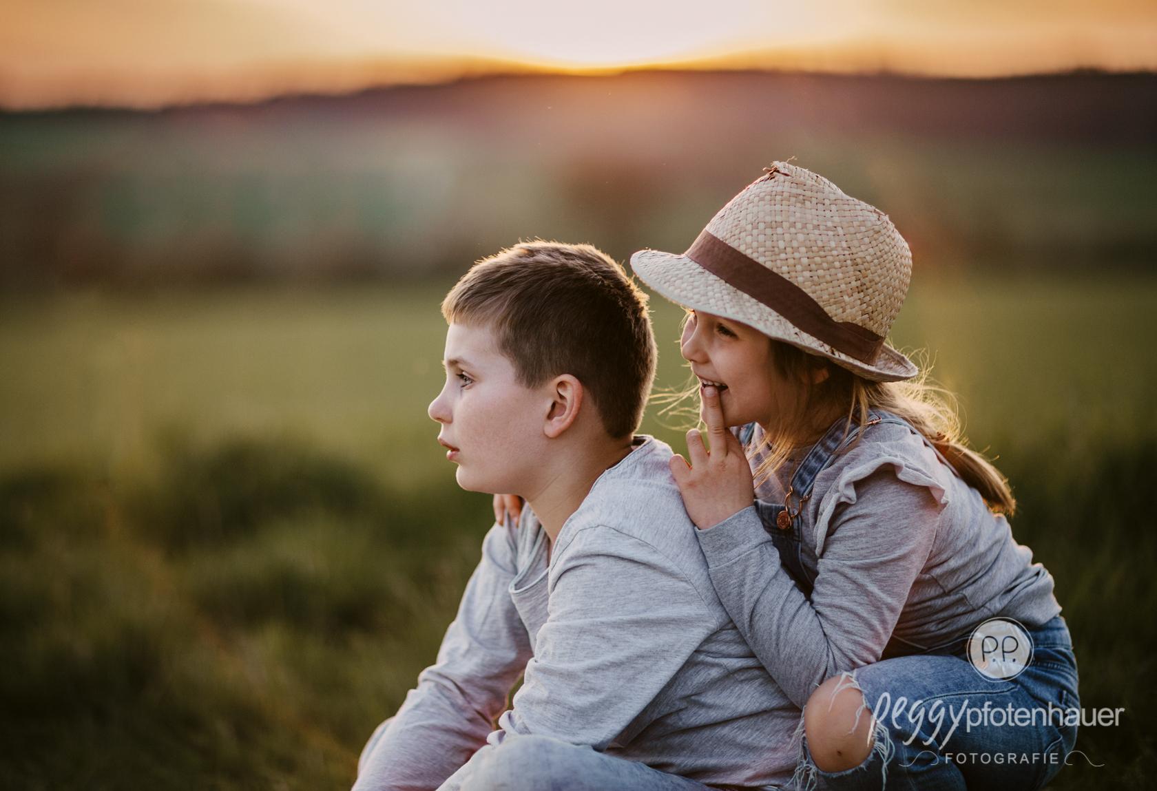 Geschwister 9 und 6 Jahre