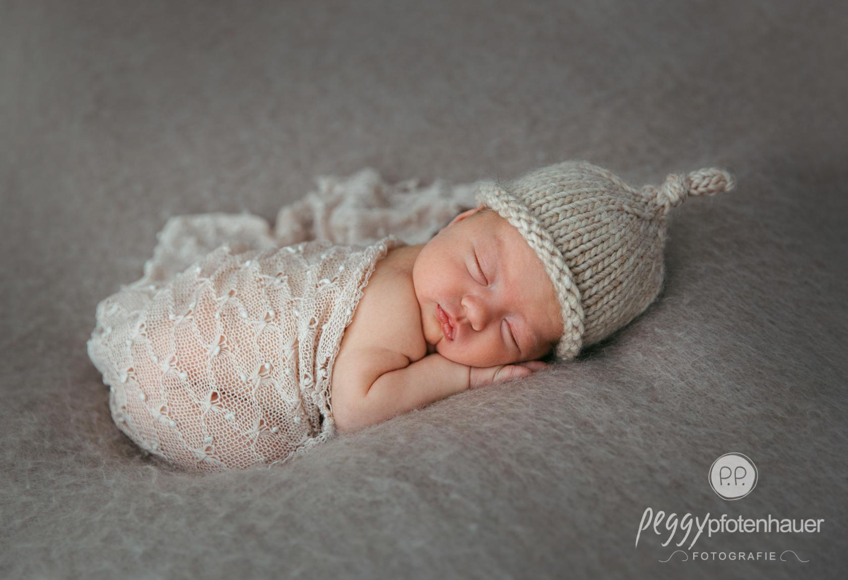 zarte Neugeborenenbilder