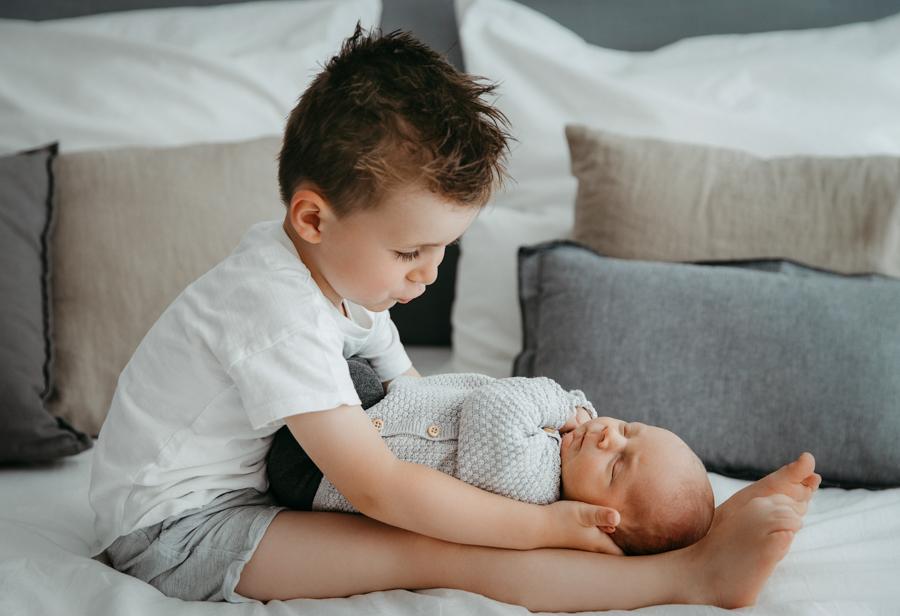 Babyfotos mit Geschwistern