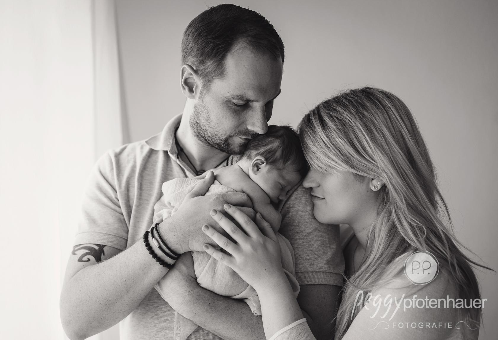 innige Familienfotos mit Baby