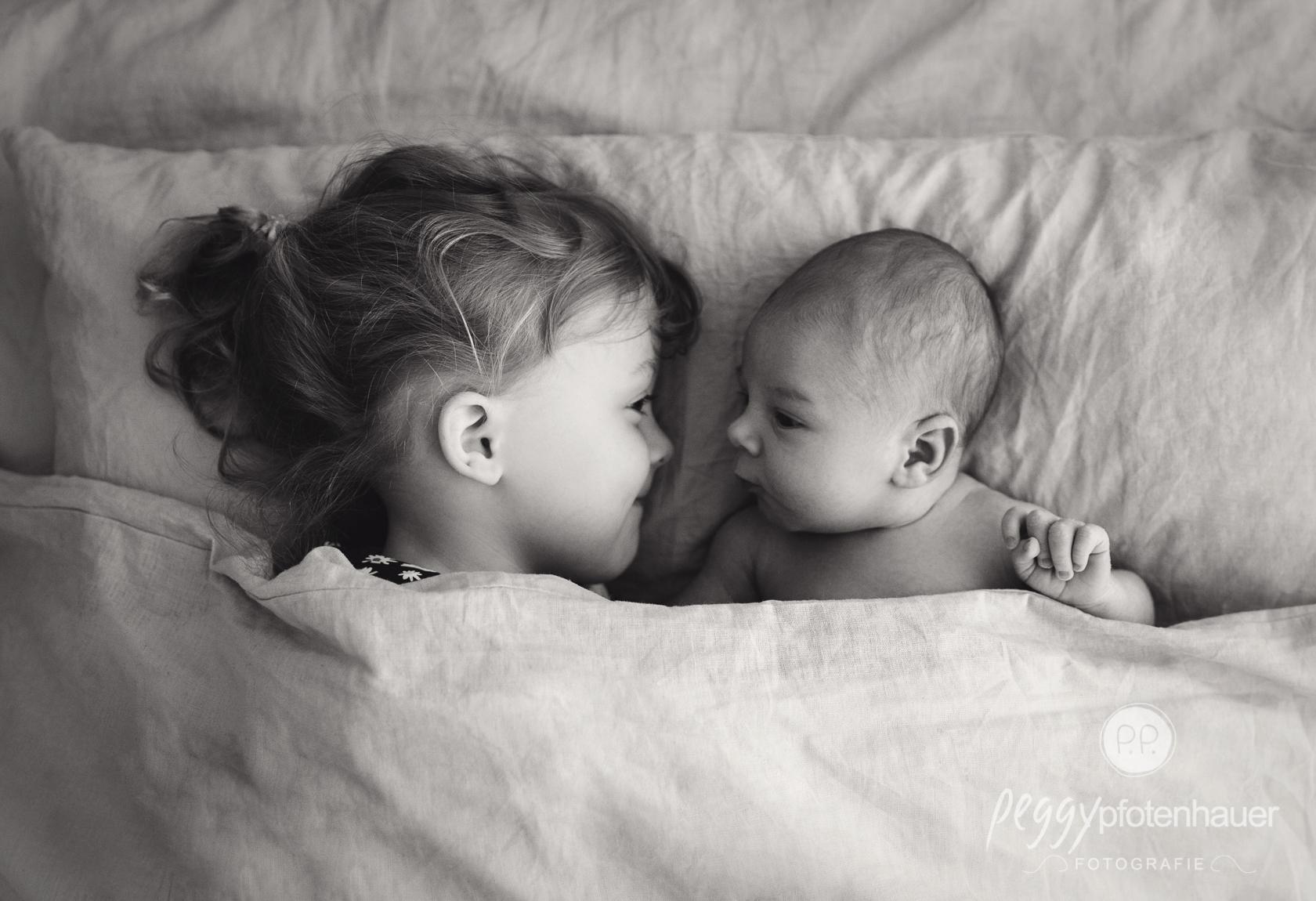 innige Geschwisterportraits