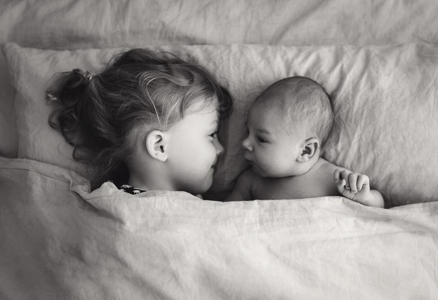 liebevolle Geschwisterportraits