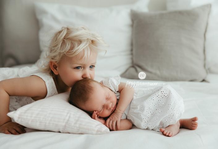liebevolle Neugeborenenfotografie