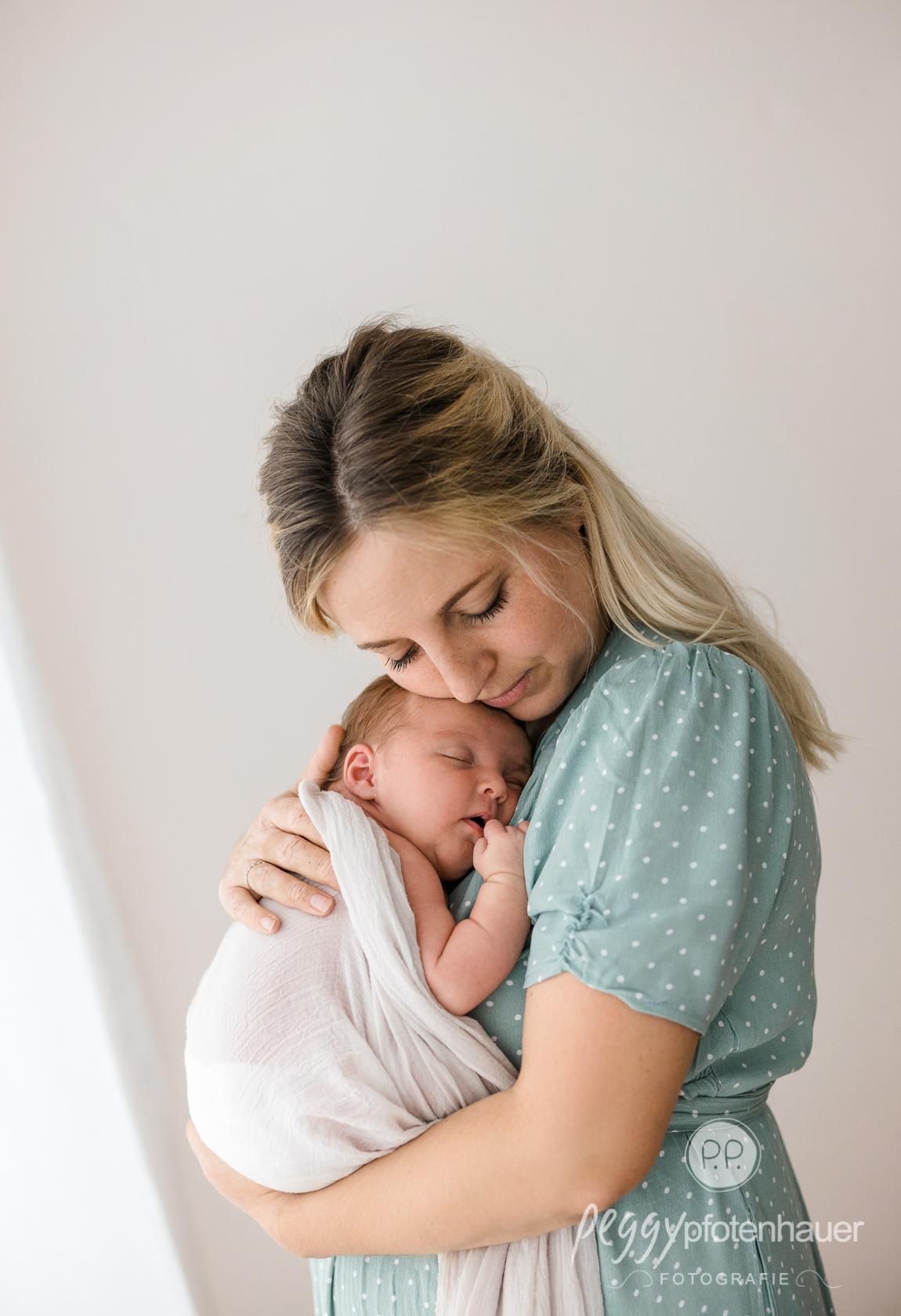 Kuschelbilder mit Baby
