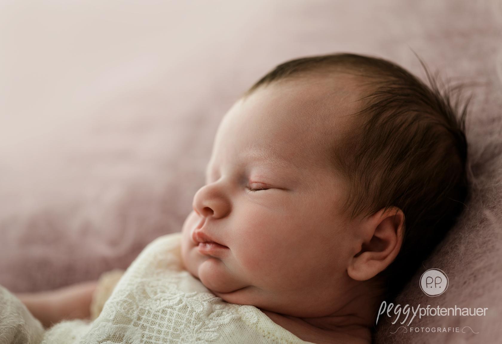 zeitlose Neugeborenenfotos