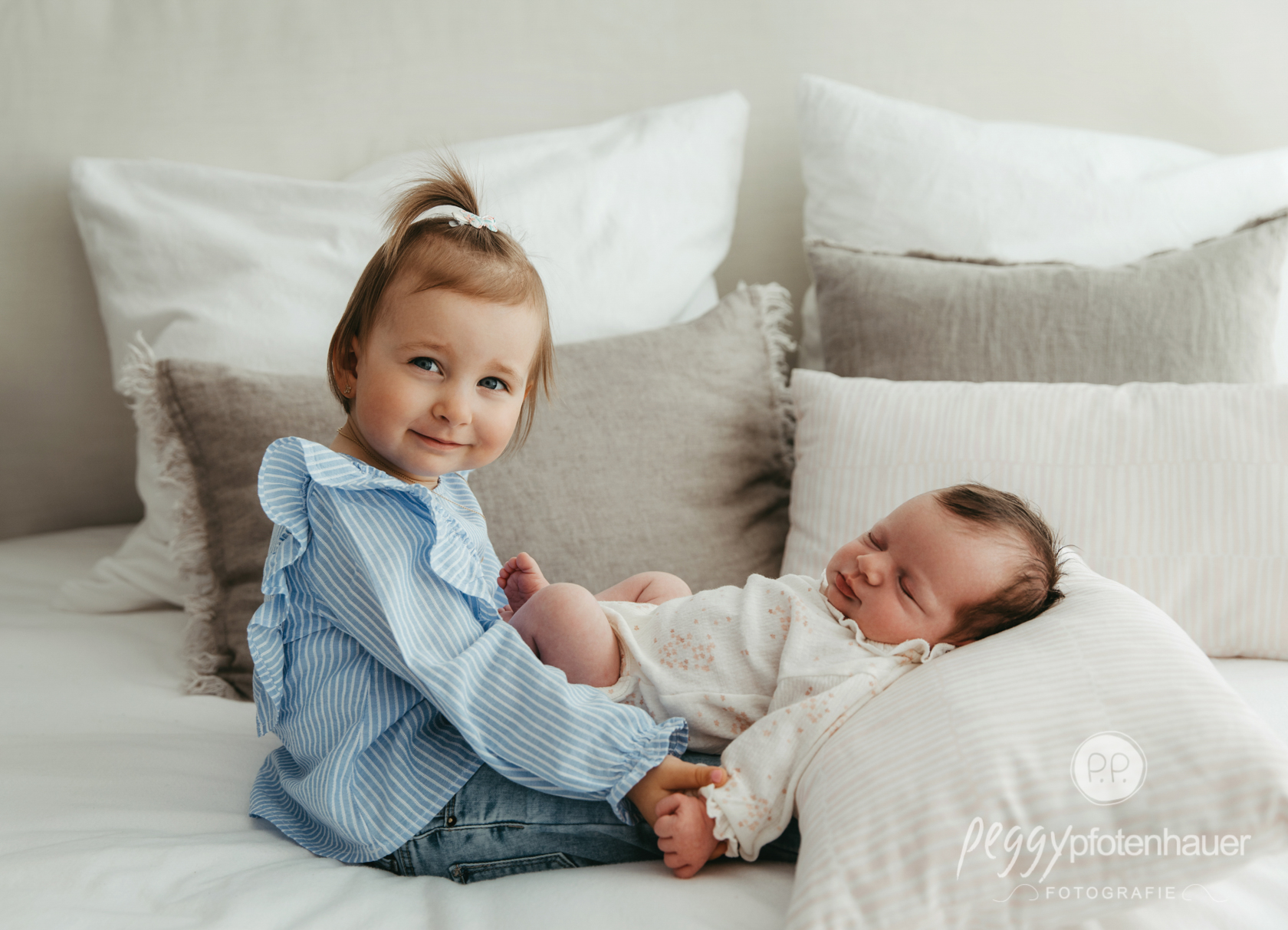 Geschwisterfotos zu Hause