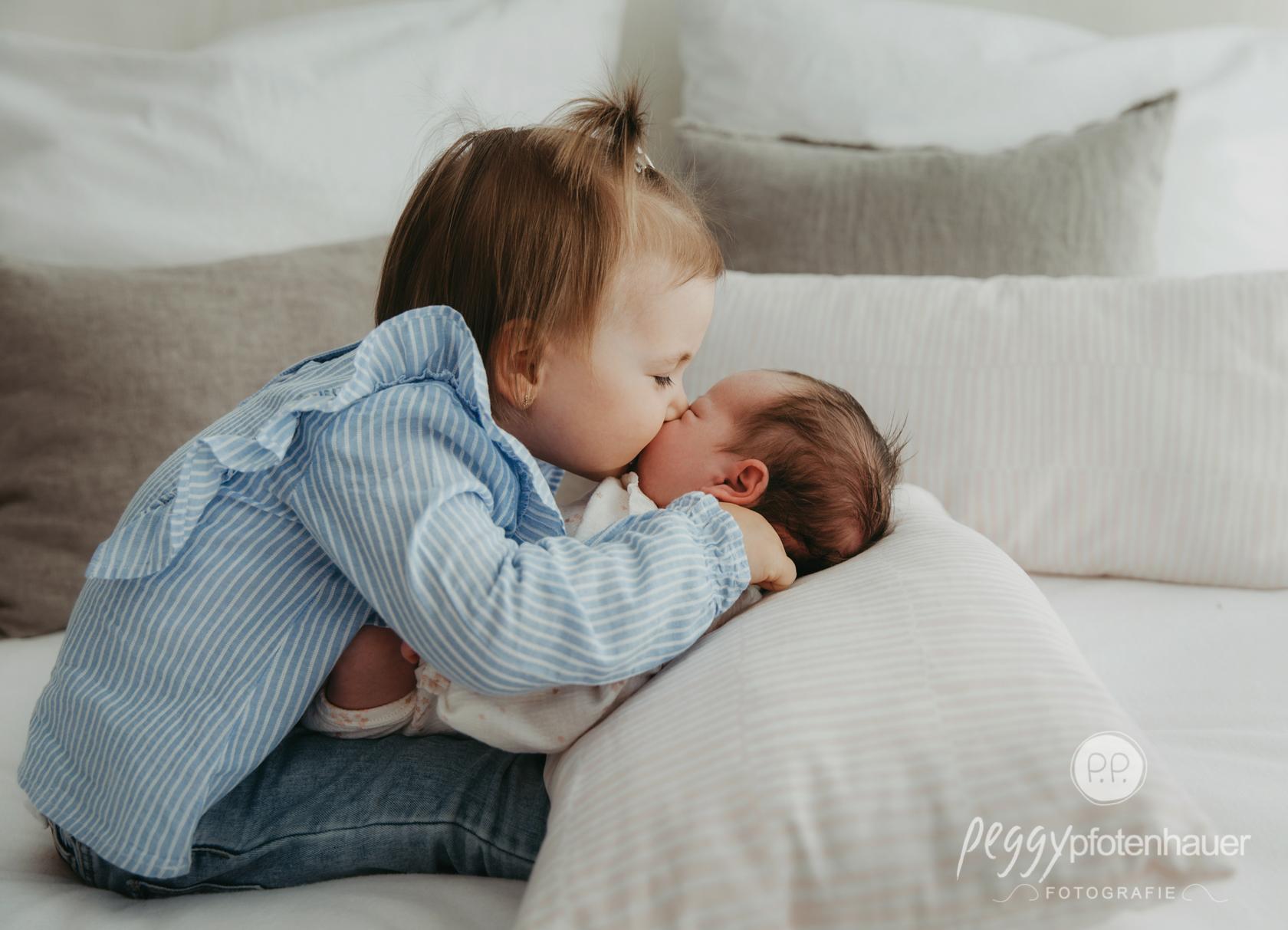 innige Neugeborenenfotos