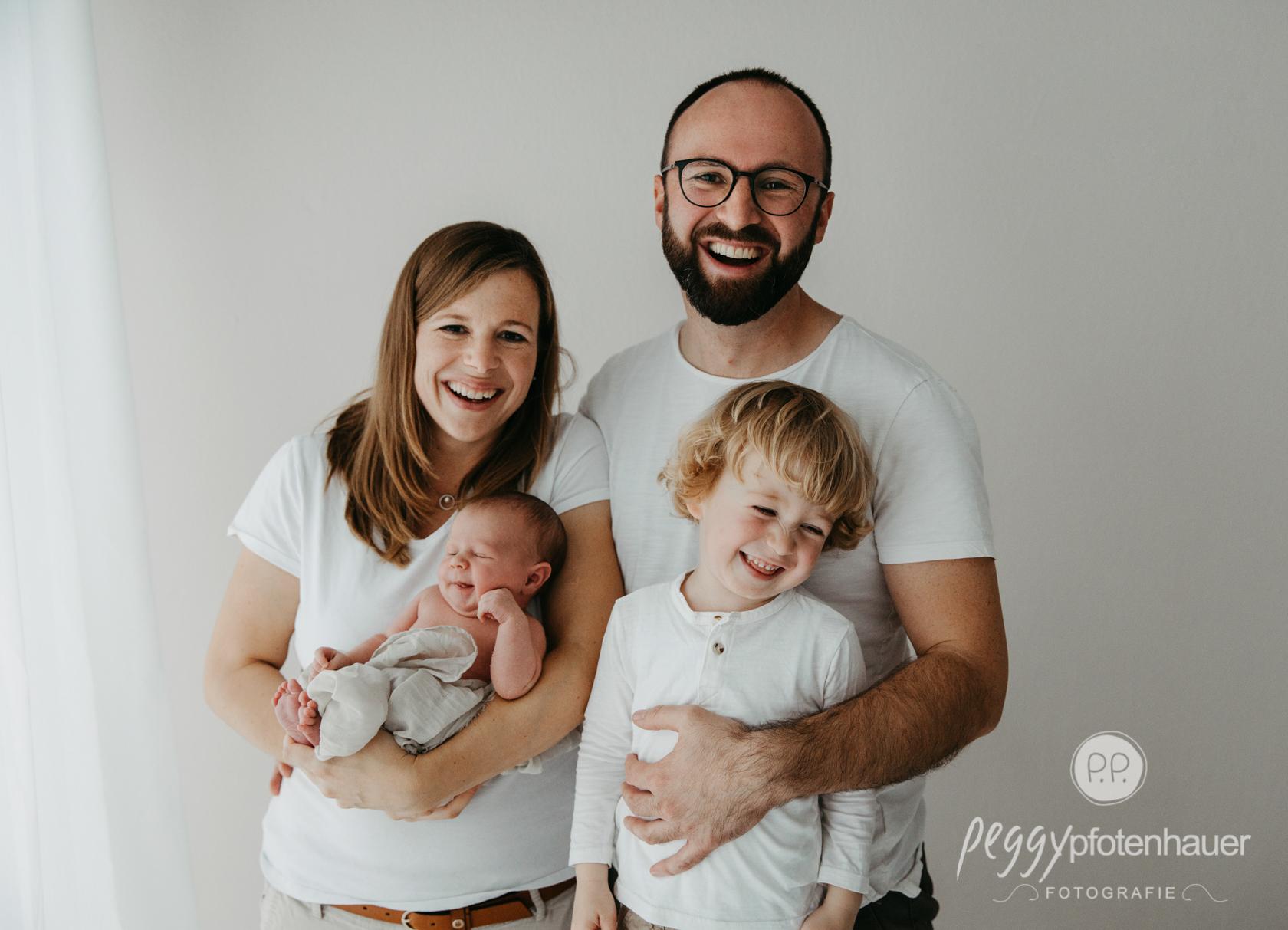 liebevolle Familienfotos mit Baby
