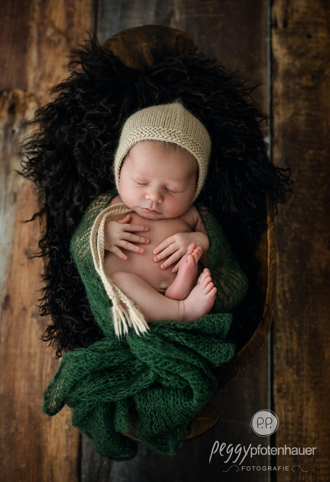 Neugeborenenbilder im Fotostudio
